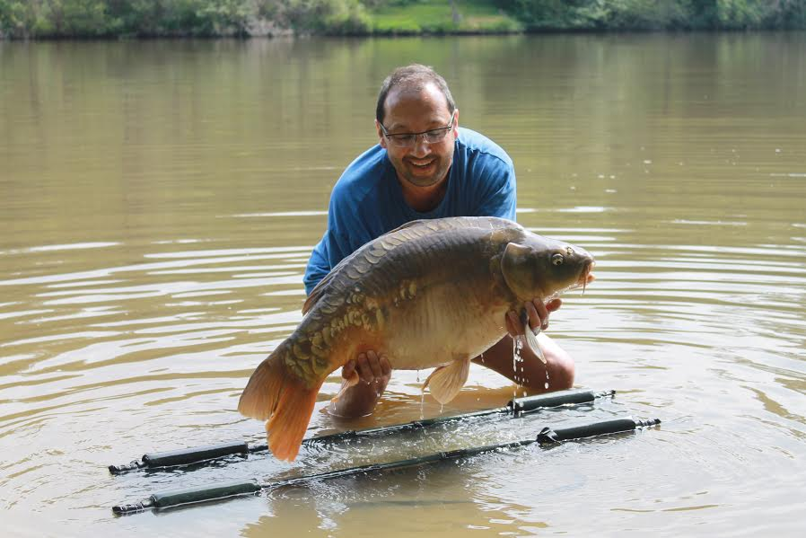 customer_catch_carp_37lb.jpg