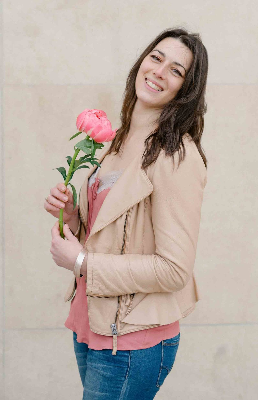 I AM A FLORIST, A CREATIVE, A DESIGNER. I help you madly in love couples to tell your story with a creative vision and georgous blooms that reflect your uniqueness. -