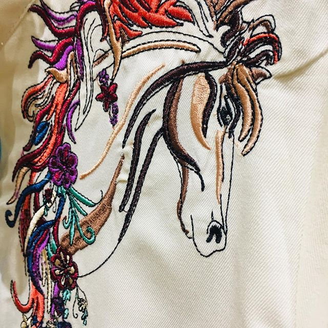 This ladies horse inspired shirt is 🔥🔥🔥 ONLY 1 available (PM to purchase!) We are OPEN ALL WEEKEND 🇺🇸 🔥 #westernwear #horses #love #style #fashion #newyork #ladiesshirt #westernstyle #scully #belts and #buckles