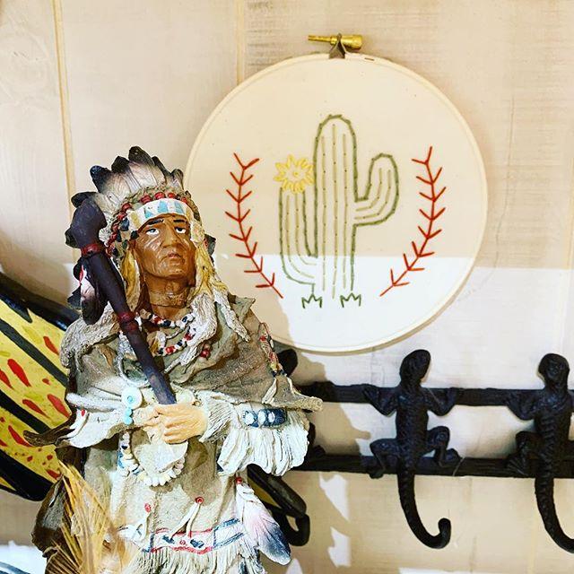 Good risings ☀️ Native American Statue and #handmade #cactus #hoop #art #nativeamerican #interiordesign #newyork #western