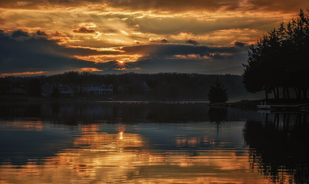 Golden Sunset - Fujifilm X-T3, 1/600 @ f/11, ISO200, 56mm.