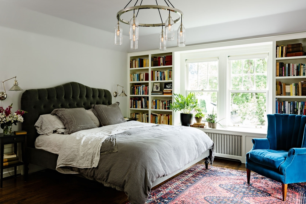 We are particularly enchanted by Jessica Helgerson's use of a vintage rug in this beautiful bedroom. The rich red rug brings warmth and balance to this cool toned space. We love how the many hues of the rug compliments the rainbow of colors on the bookshelves. Design  Jessica Helgerson  | Photographer  Aaron Leitz