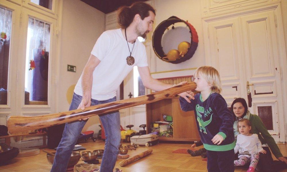 zaubervilla-klangerlebnisse-didgeridoo.jpg