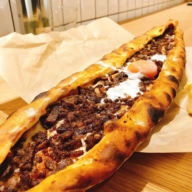 Happy Pide Friday 😊  @yamabahce @yamabahceturk @yamabahcemenu  #yamabahcemenu #menu #pide #betterpide #happyfriday #blackfriday #friday #tgif #mood #delicious #london #londoner #londonist #mylondon #turkishrestaurant #turkishfood #tasty #weekend #instafood #instalondon #egg