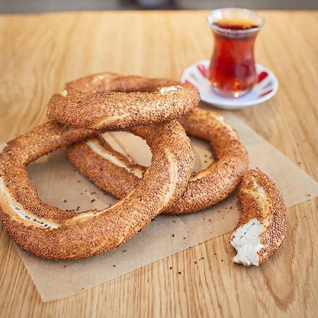 To be successful, the first thing to do is fall in love with your work... @yamabahcemenu @yamabahce @yamabahceturk  #yamabahce #yamabahcemenu #monday #simit #cay #tea #turkishtea #london #londoner #instalondon #turkishstreetfood #turkishrestaurant #pide #betterpide #mood #week #happiness #delicious #traditionalfood #breakfast #lunch #dinner #explore #londonfood #tasty
