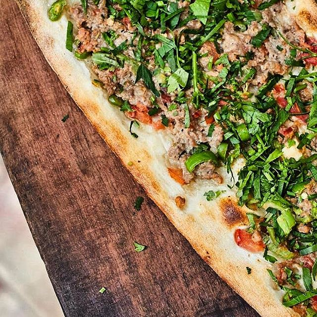 When you get the smell of Kıymalı Pide, turn right, then you will see Yamabahçe! @yamabahcemenu @yamabahceturk @yamabahce #yamabahce #pide #kiymalipide #betterpide #london #instalondon #turkishstreetfood #turkishrestaurant #mylondon #londonfood #smell #delicious #food #explore #tasty #foodie #londonfood #bestoflondon #yummy #dinner #lunch #breakfast #delish
