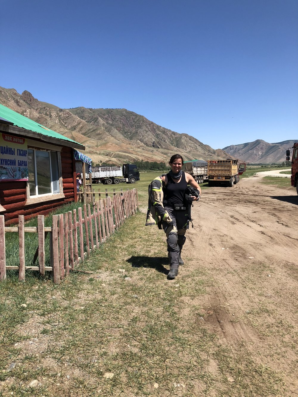 Great little rest stop with food between Moron and Tsagaan uul.