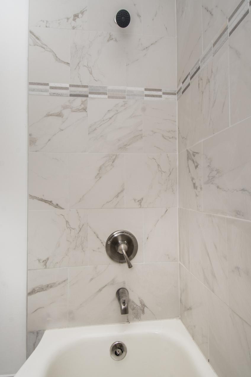 15-2211 14th St NE - Full Bath Shower.jpg