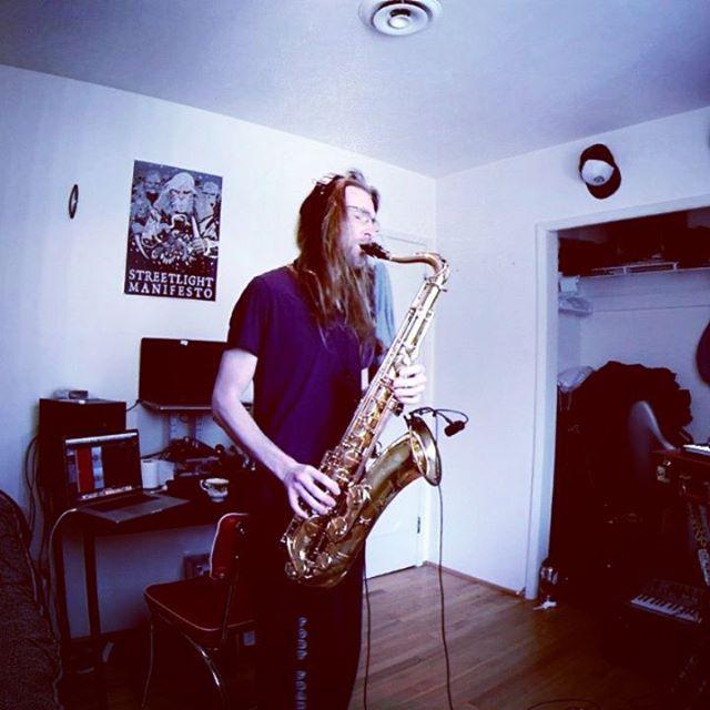 Crunch Crunch Crunch. 🧛  #eagaintf or #dagainsteb #4anyofuinconcertpitch #minorsecond  #livelooping #saxophone #POG2 #EHX #bluesky #strymon #RC30LS #boss
