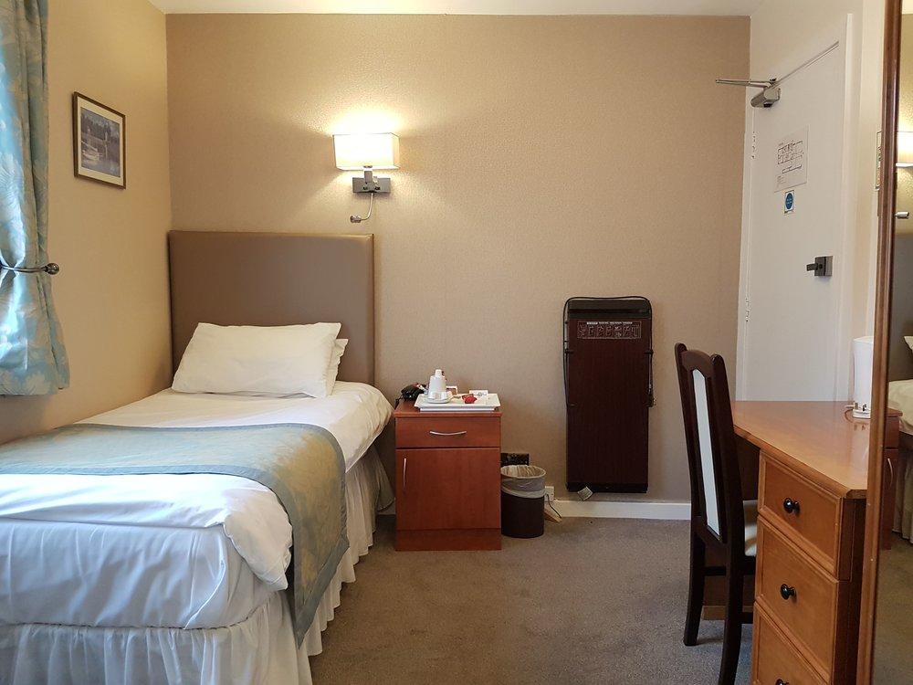 Single Room Victoria Park Lodge Leamington Spa