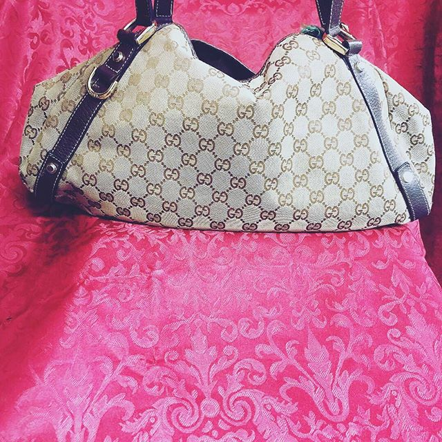 After Christmas Sale! Come get what you really wanted this year....Like this Gucci Medium sized tote for only $400! Today only call 210-267-1674