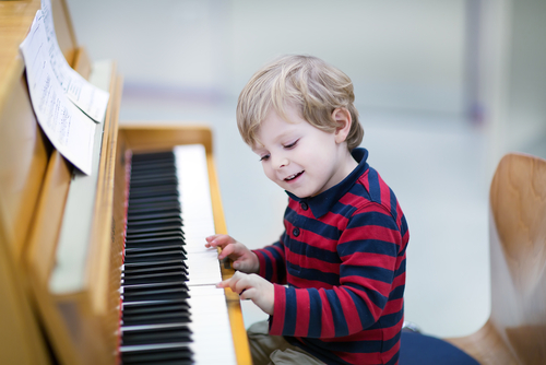 Kids Piano Lab - AGES 4 - 5Kids Piano Lab is an ideal way to try out the piano in a group setting and build the foundation for continued individual study in piano or other instruments. Students will acquire a familiarity with the keyboard, learn beginning music reading skills, and play simple melodies. Classes are taught in our digital keyboard lab.Kids Piano Lab level 1 begins every 8 weeks for new students. Once a student enrolls in the Kids Piano Lab program, they will typically continue with that same group of students, at the same day and time every term, until the student becomes advanced to the point of moving into private instruction. Kids Piano Lab classes are 8 weeks long for introductory classes, and 16 weeks long for all subsequent continuing classes. Parent/caregiver attendance is required in class.