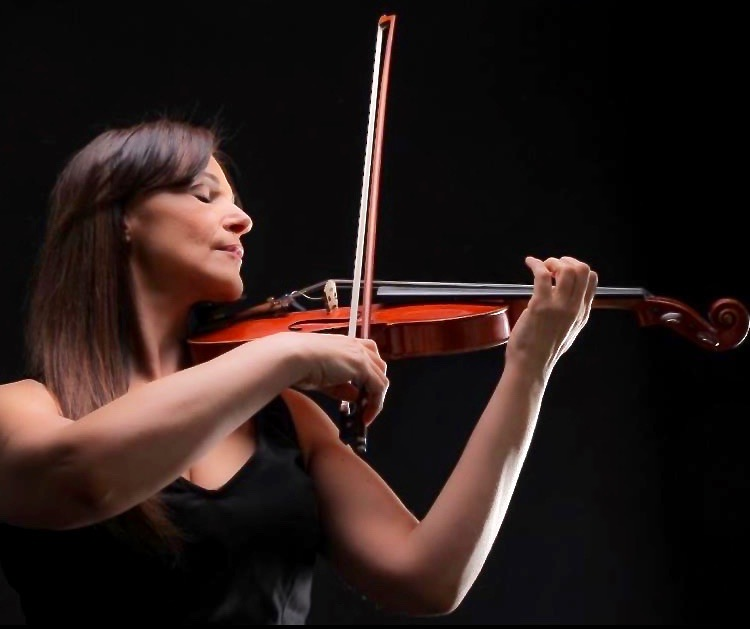 Marija Bubanj - VIOLIN, VIOLA, SUZUKI VIOLIN, SUZUKI VIOLAViolin and Viola performances have taken her from prominent European stages to various Chicago venues, as Ms. Bubanj has kept on pursuing her interests and sharing her passions with her students.Many of her chamber and orchestra performances include concerts in Serbia, Austria, Rome Chamber Music Festival, the Chicago Cultural Center where she performed at the Lifeline charity events under the patronage of HRH Crown Princess Katherine of Serbia, WFMT 98.7 FM live radio broadcast in 2007 with EDU piano Quintet, Indianapolis Christmas Ball 2005, performing with world-class musicians Classical and Jazz music genres.Her teaching philosophy is based on a belief of the positive impact music can have on a child's intellect, academics, creativity, social skills and self-esteem more than any other life pursuit.She believes that every student has a unique talent, and it is the teacher's role to provide a high-qualitymusic instruction where the students can explore all their musical growth.She offers instruction with love and patience that incorporates different learning styles based on a balanced posture, efficient practice habits, and listening to the great performers.She has been a certified Suzuki teacher since 1999.Her students have won major prizes, competitions, orchestra auditions and prestigious music colleges, and were selected to perform at a special event organized by Michelle Obama at the White House in November of 2016.She is also very honored of a composition written for her - a string quartet – Ariel, composed by internationally acclaimed composer Kim Diehnelt.