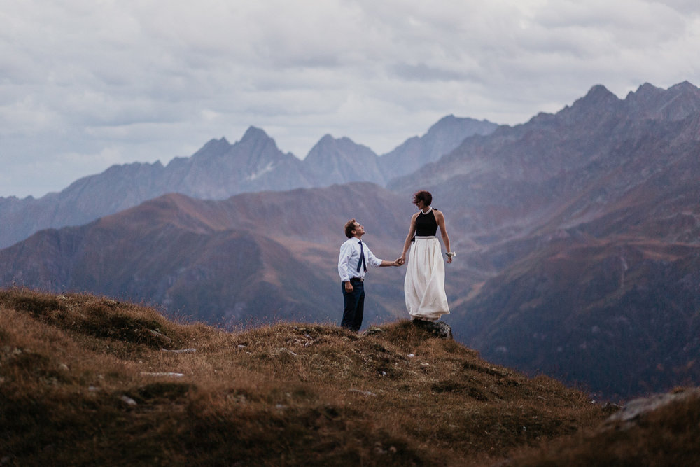 Epic-wedding-photo-shoot-in-the-mountains-of-Austria