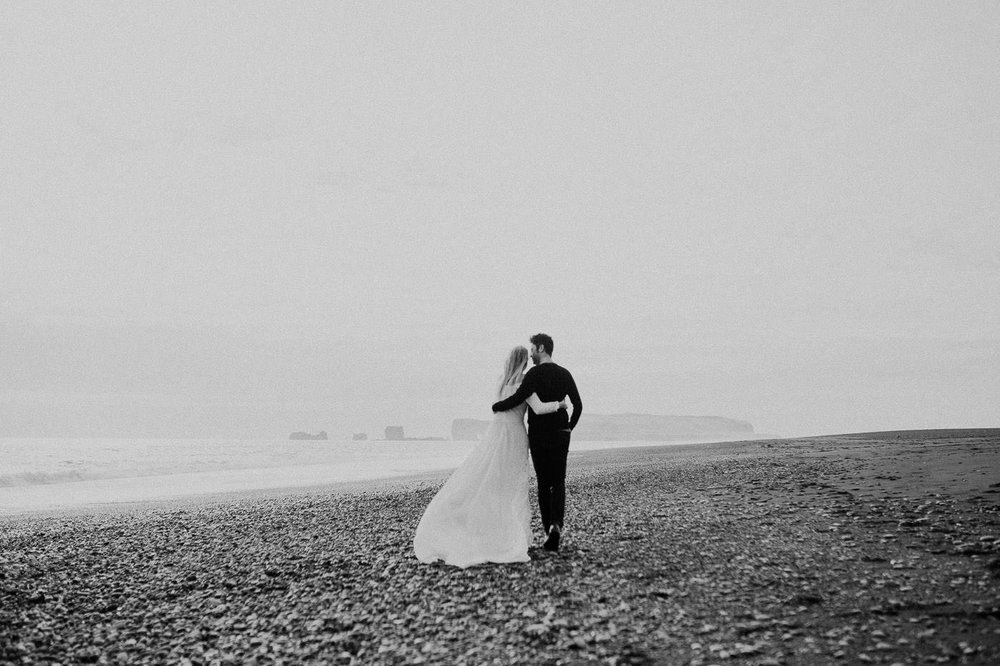 vik-black-sand-beach-elopement-iceland-photographer-daniela-vallant-wedding-photographer-iceland
