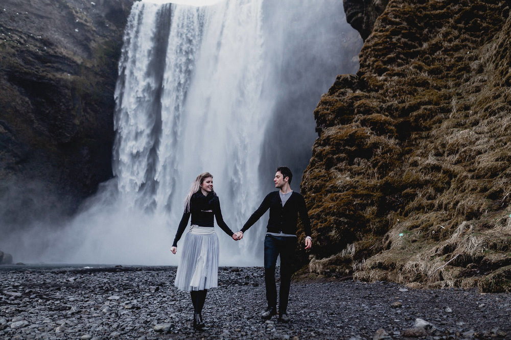 vik-black-sand-beach-elopement-iceland-photographer-daniela-vallant-wedding-photographer-iceland-skogafoss-waterfall