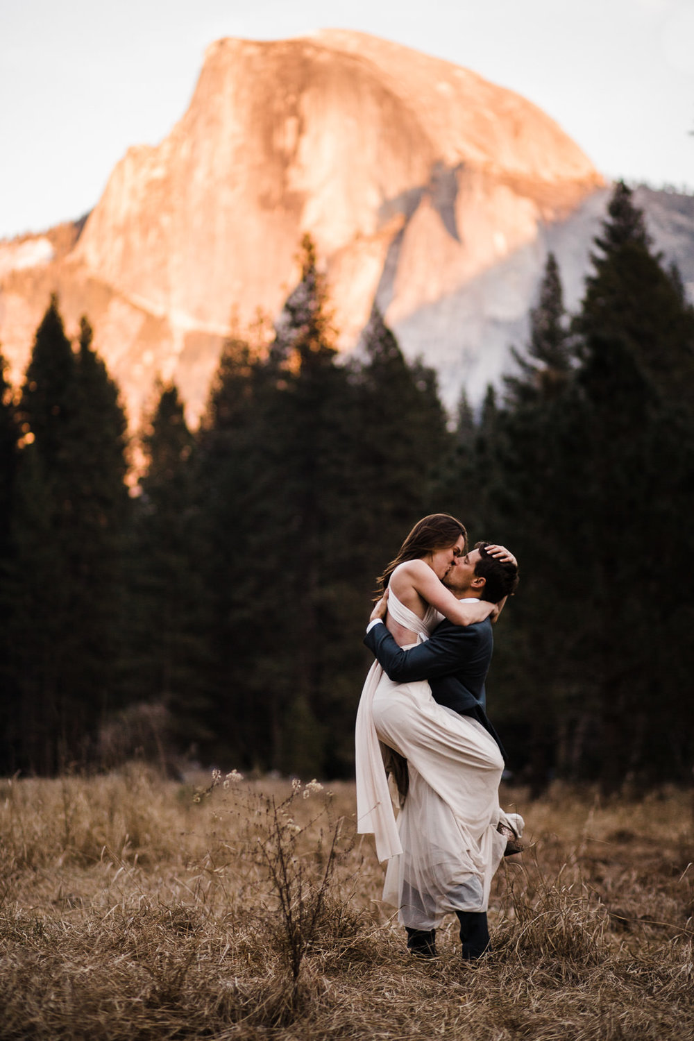 winter-elopement-california-intimate-adventure-photographer-yosemite-national-park-daniela-vallant-wedding-elopement-photographer