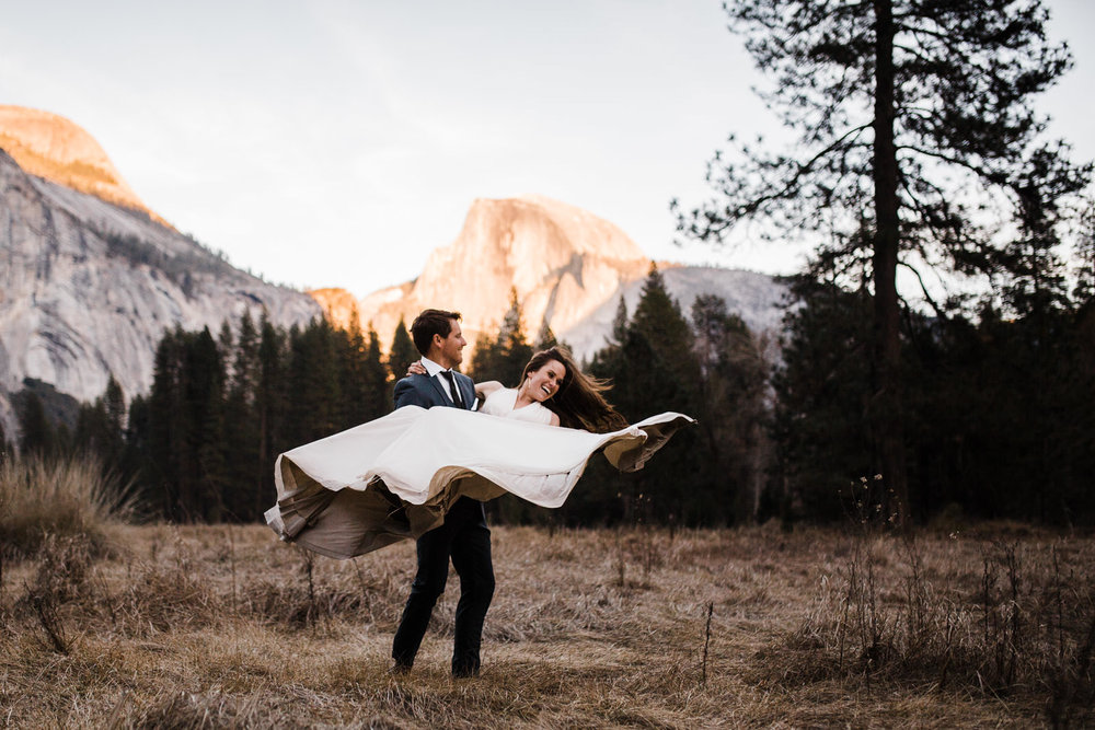 winter-elopement-california-intimate-adventure-photographer-yosemite-national-park-daniela-vallant-wedding-elopement-photographer-intimate-wedding-photographer