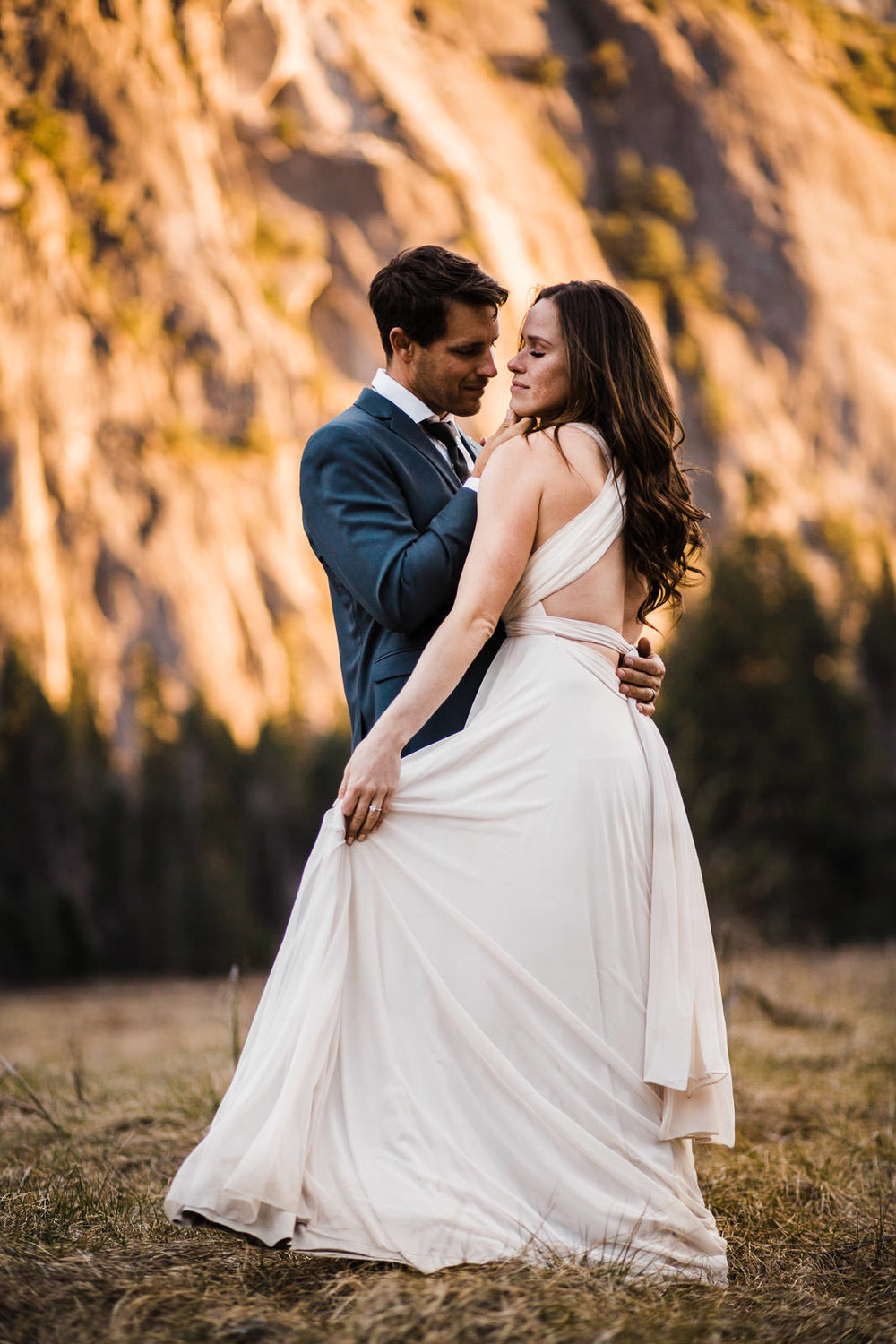 intimate-wedding-photographer-elopement-photographer-alpenglow-ceremony