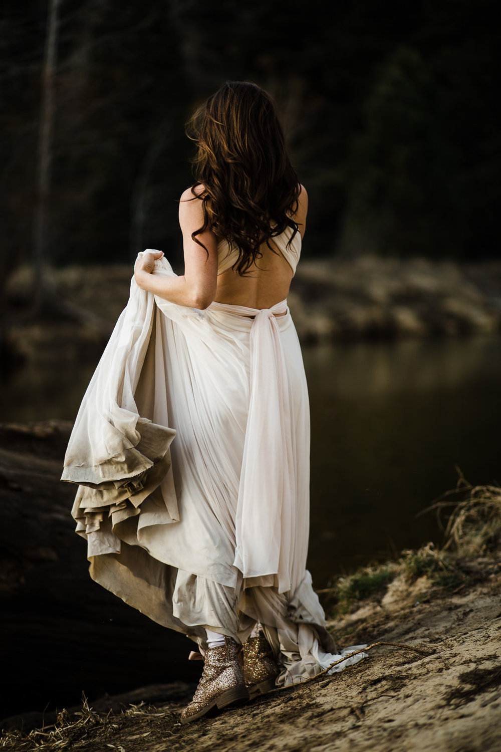 winter-elopement-california-intimate-adventure-photographer-yosemite-national-park-daniela-vallant-wedding-elopement-photographer-intimate-wedding-photographer-tulle-wedding-dress