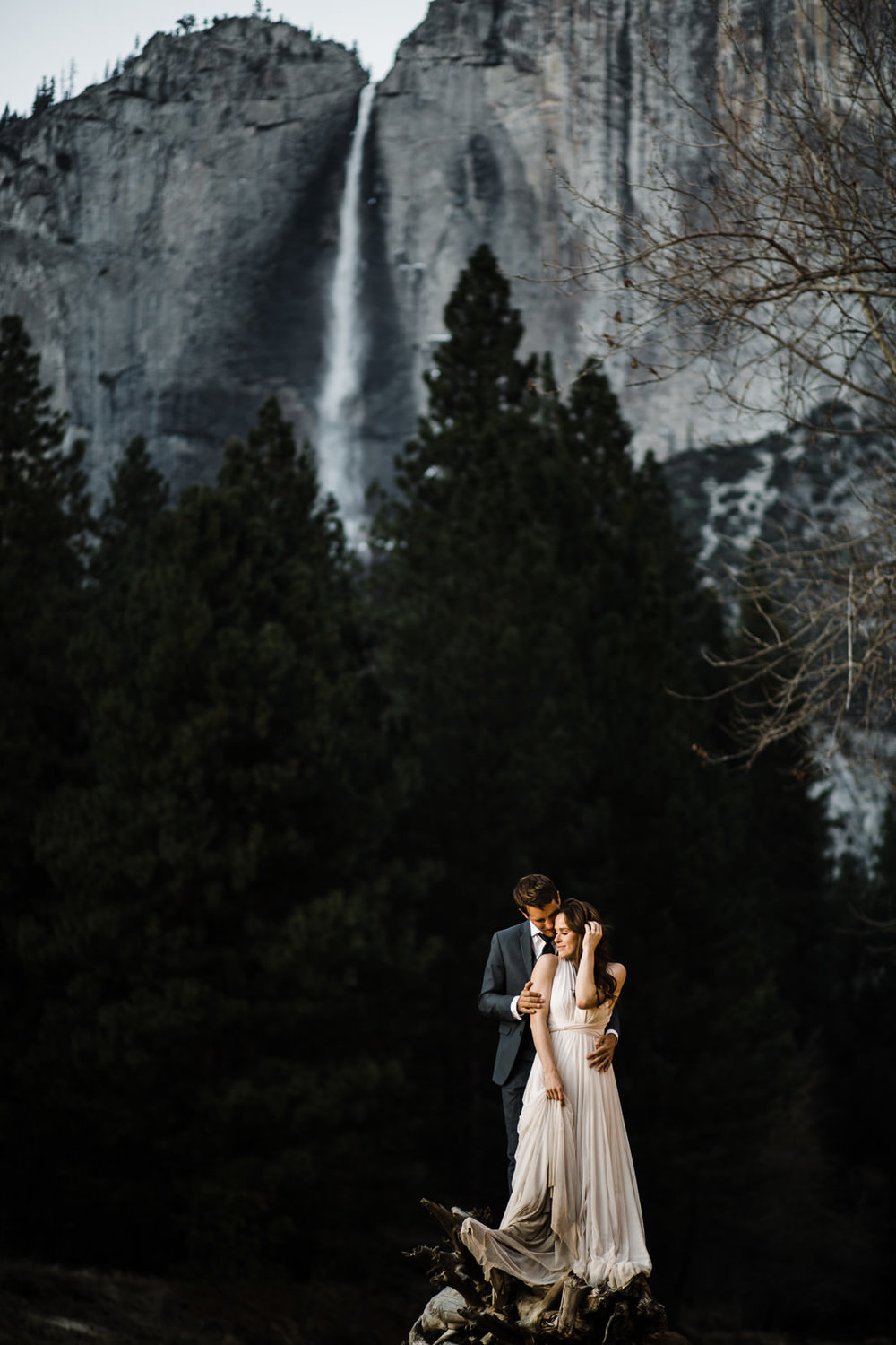 winter-elopement-california-intimate-adventure-photographer-yosemite-national-park-daniela-vallant-wedding-elopement-photographer-intimate-wedding-photographer-yosemite-valley