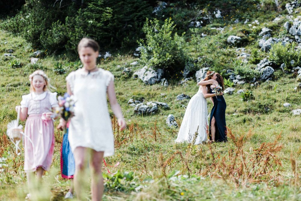 bavaria-wedding-bavarian-alps-boho-mountain-wedding-germany-bavaria-wedding-photographer (77).jpg