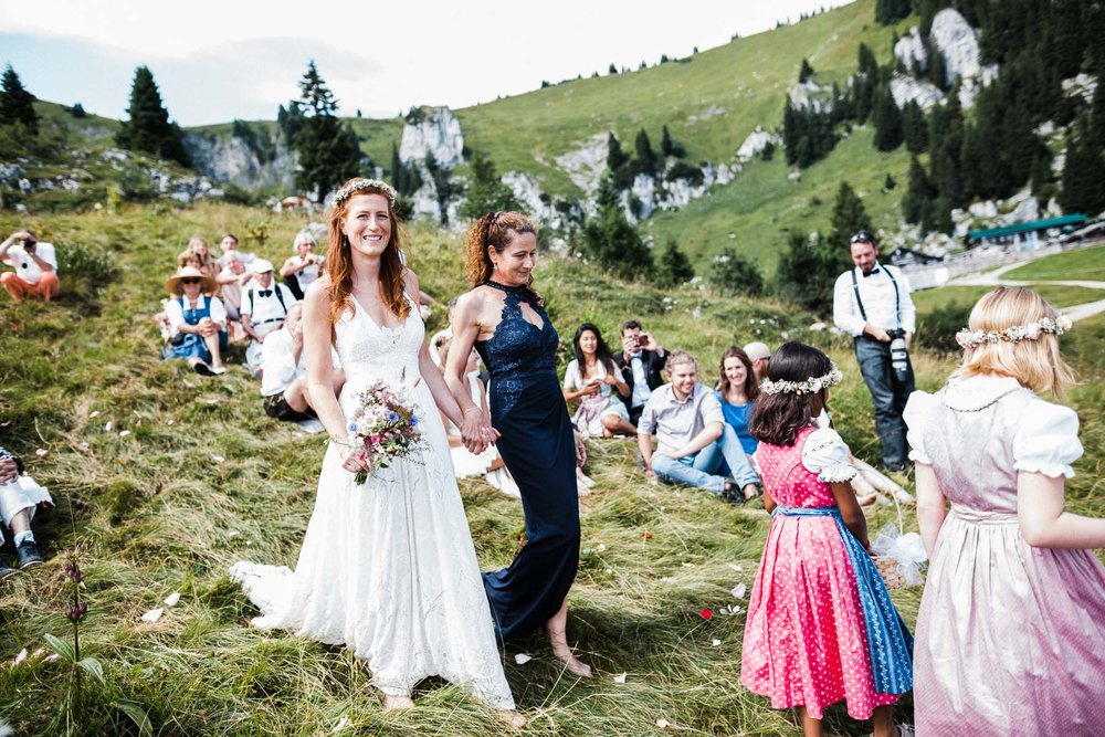 bavaria-wedding-bavarian-alps-boho-mountain-wedding-germany-bavaria-wedding-photographer (80).jpg