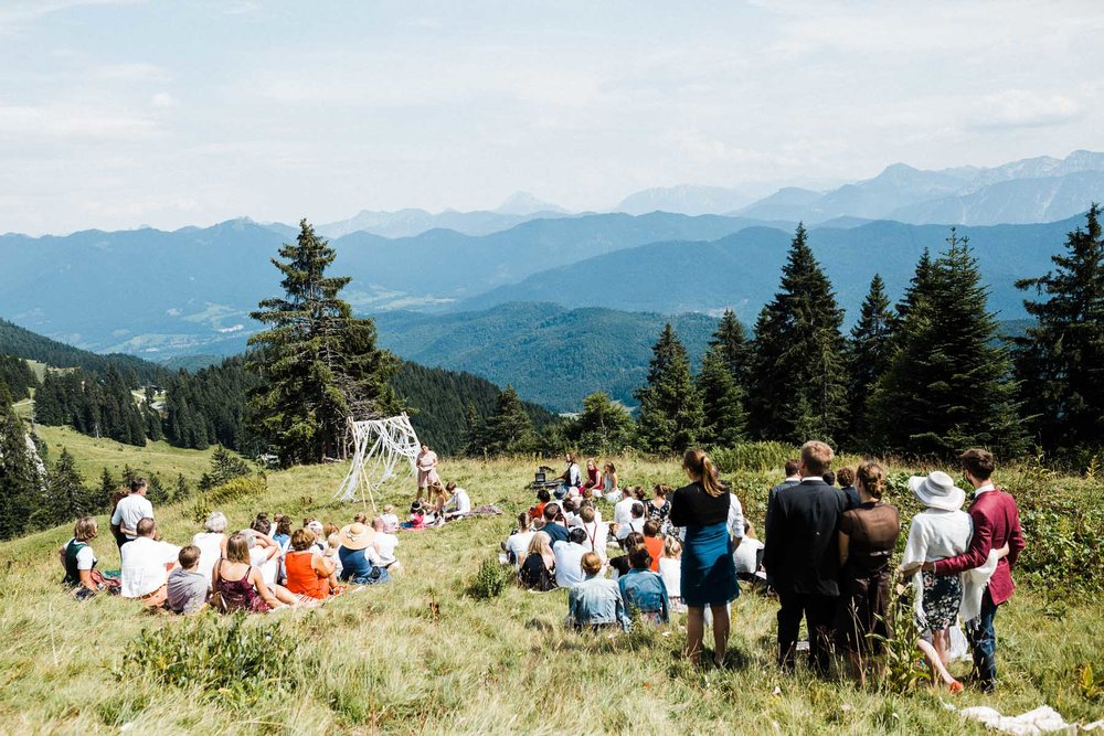 bavaria-wedding-bavarian-alps-boho-mountain-wedding-germany-bavaria-wedding-photographer (83).jpg