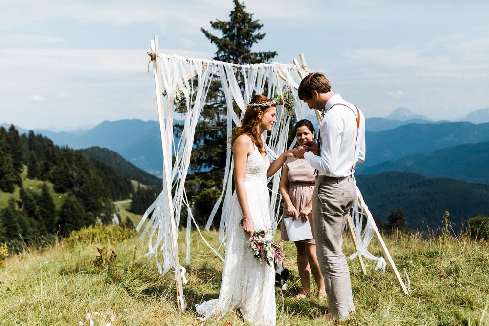 bavaria-wedding-bavarian-alps-boho-mountain-wedding-germany-bavaria-wedding-photographer (90).jpg