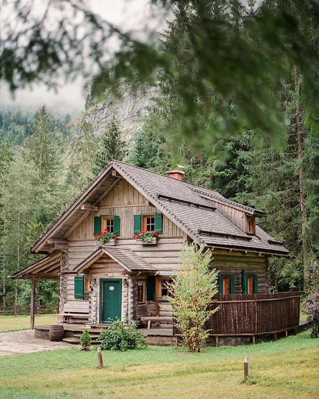 Cabin Dreams II. On my home from a wedding I drove by this beauty.  #mediumformatcamera #analoglife #salzburg #outboundcollective #cabinlife #cabininthewoods #cabinsmagazine #cabinlife #cabinporn #adventurculture #vanlife #wildernessculture #outdoorliving #cabin #mediumformatcamera #fuji400h #mamiya645 #fineartfilmphotographer #filmphotographer #ishootfujifilm #cabindreams #greatnorthcollective #thecabinchronicles #cabins #bookofcabins #igersaustria #igerssalzburg #peoplewhohike #filmisnotdead #oberösterreich