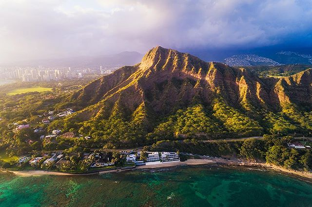 To my Oahu peeps. When is the last time you actually hiked Diamond Head? Do locals still do that? ・・・⠀ ⠀  Phantom 4 Pro | Tiffen CPL Filter