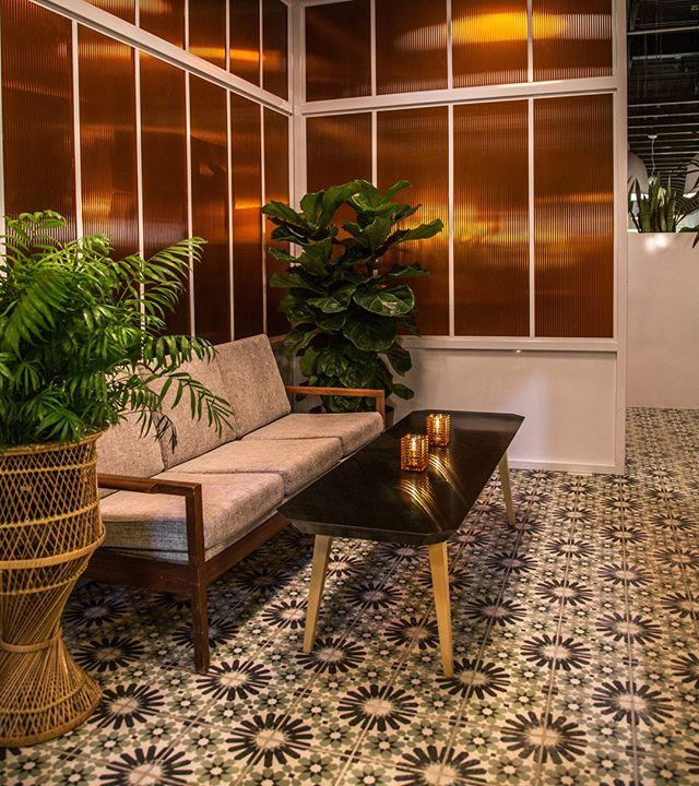 Se sentir comme dans ton salon, but much better. . . . . . . #montrealrestaurant #interiordecor #interiordesign #montrealnightlife #saintleonard
