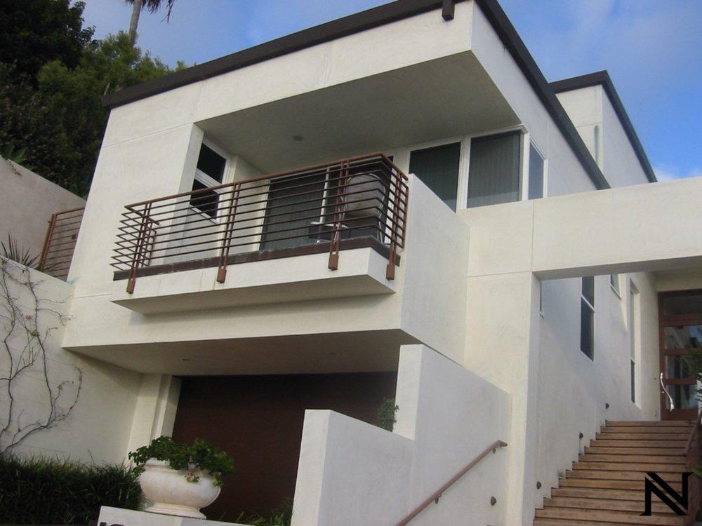 Modern Balcony Railings Naddour_s Custom Metalworks(15)-min.jpg