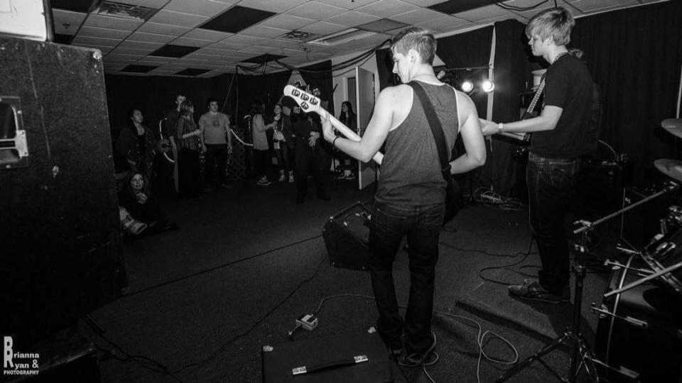 The Subterraneans - (2015-2016)Peter Furman- GuitarSam Greaves- DrumsGavin Powers- BassSebastian Roat- Vocals, Guitar