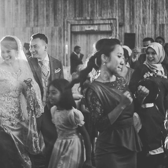 It has been our wedding tradition to dance the night away.. I would like to reminisce the weddings of 3 of my younger siblings. My sis @missnadiaanuar