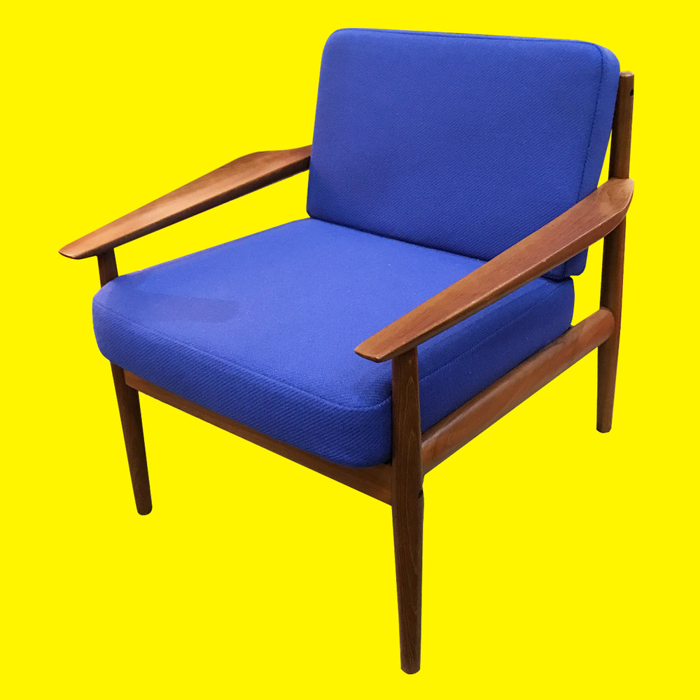 Dark_Blue_Chair.jpg
