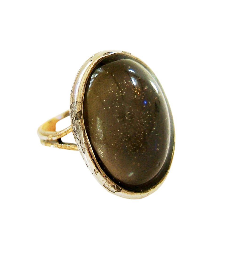 MOOD RING - That's one corny accessory we can leave in the past.