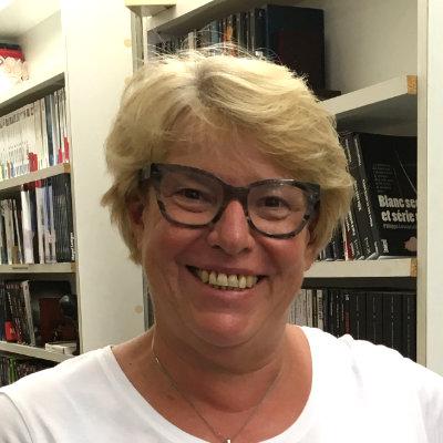 Francoise Corbel, responsable avec Paula du recrutement de romanciers et de poètes pour le festival   Après 20 ans en tant que manager dans différents organismes et lieux, Françoise est arrivée en Gascogne en 1997 et a repris en 2005 une librairie à Eauze, l'une des plus anciennes librairies indépendantes du Gers.  Françoise aime relever les défis, aime rencontrer les gens et parle anglais et allemand.