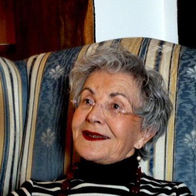 Chantal Eisinger   Chantal est arrivée dans le Gers pour s'y installer en 2002, elle venait de New York City. Attirée par la qualité de vie offerte ici, elle est active dans la vie associative culturelle et environnementale. Aux Etats Unis, elle a étudié la Littérature Comparée à New York University (NYU) et par suite a enseigné le Français langue Etrangère au niveau universitaire. En 1989, elle a intégré la section internationale d'une importante compagnie newyorkaise et a voyagé extensivement entre l'Europe et l'Amérique.  Chantal est bi-nationale et adore vivre dans son Gers adoptif.