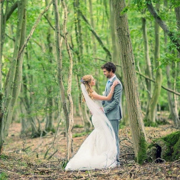 Thinking about getting married outdoors?... Do it! I loved our woodland wedding but it definitely came with some extra stresses! Check out my vlog about it by clicking the link in my bio.