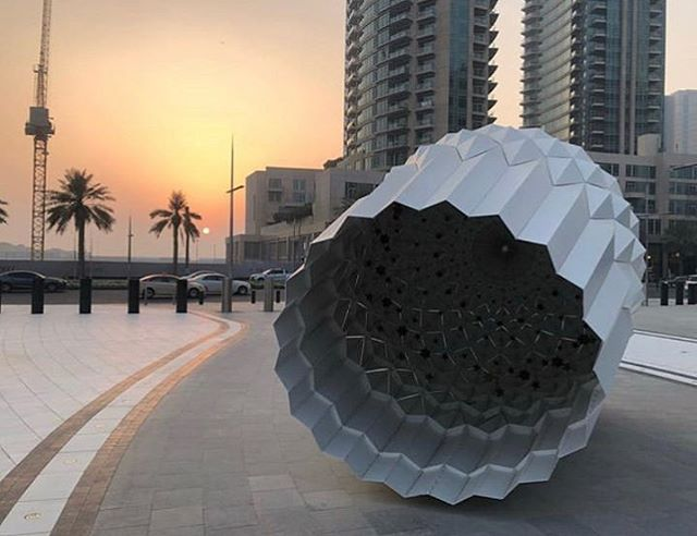 Loving this beautiful sunset shot by @radydubai with the Khalvat sculpture in Dubai Opera plaza. Make sure to check the interior... have you spotted the stars? ⭐️ #artemaar #downtowndubai