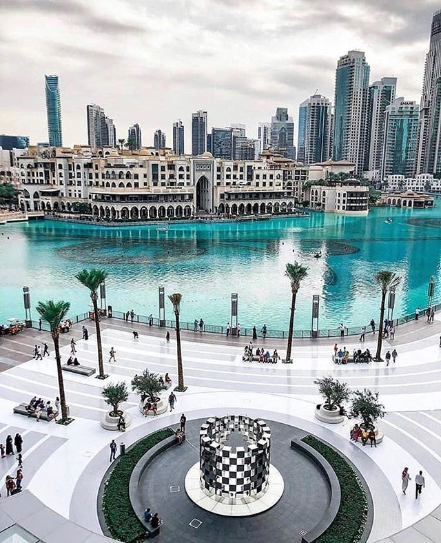 "Downtown Dubai is full of art and sculptures. This sculpture entitled the ""Ring"" by @arnaud_lapierre_design_studio is made from a series of mirror cubes that reflect Burj Khalifa and the Dubai Fountain, creating a beautiful composition. . #artemaar #dubaimall #downtowndubai #dubaifountain . 📸 @dubai_homes_"