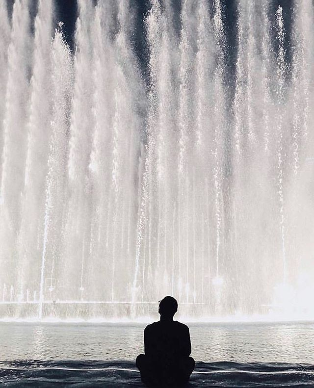"The ""Boardwalk"" is a walk on water experience giving you front row seats to the most magical fountain show in the world! One of our first installations in 2018 💙 📸: @igersdubai @sichan0831  #artemaar #dubaifountain #downtowndubai #dubaimall #dubaiart"