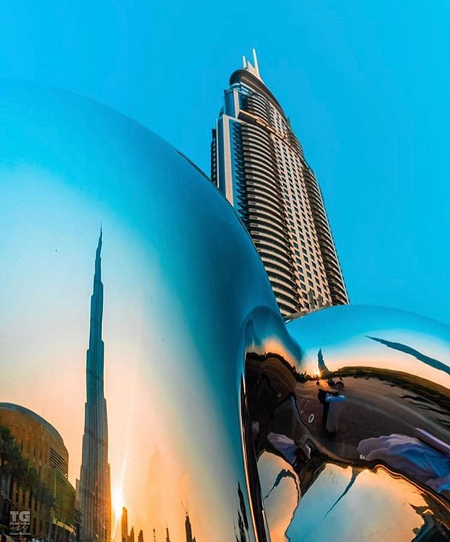 "Something is happening on the Mall Plaza... stay tuned! Great shot of ""Love Me"" by @tgfromdubai.  #artemaar #dubaimall #dubaifountain #richardhudson"