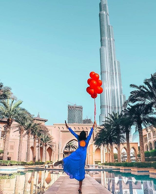 Happiness in a photograph... 🎈 📸: @trimmed.and.traveled @mydubaiwithlove  #artemaar #downtowndubai #burjkhalifa