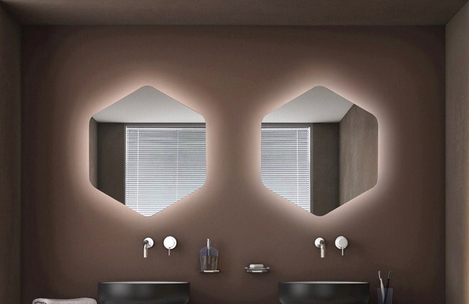 Backlit mirror with Italian essence