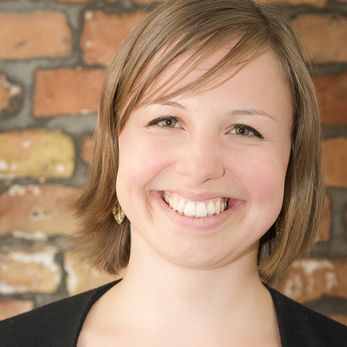 Annika Behrendt - Annika Behrendt ist Mitglied der Geschäftsleitung bei Talents4Good, der Personalberatung für Jobs mit Sinn. Seit sechs Jahren unterstützt sie NGOs, Stiftungen und Social Businesses dabei, die richtige Person für ihre Stellen zu finden.Workshop: CV Check (11.30 - 12.15 Uhr)