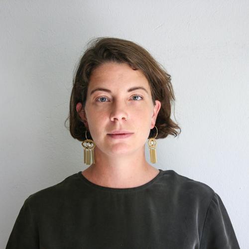 Lisa Jaspers - Lisa hat vor 5 Jahren das Fair Fashion Label FOLKDAYS gegründet. Sie ist Sozialunternehmerin und setzt sich für faire Arbeitsbedingungen in Entwicklungsländern sowie den Erhalt von Kunsthandwerk in diesen Ländern ein. Aktuell arbeitet FOLKDAYS mit 32 Kunsthandwerkern aus 25 Ländern zusammen und fördert so die wirtschaftliche Entwicklung vor Ort. Mittlerweile arbeitet sie mit einem kleinen Team von 6 Mitarbeitern zusammen.Panel: Fair Fashion (10.45 - 11.30 Uhr)
