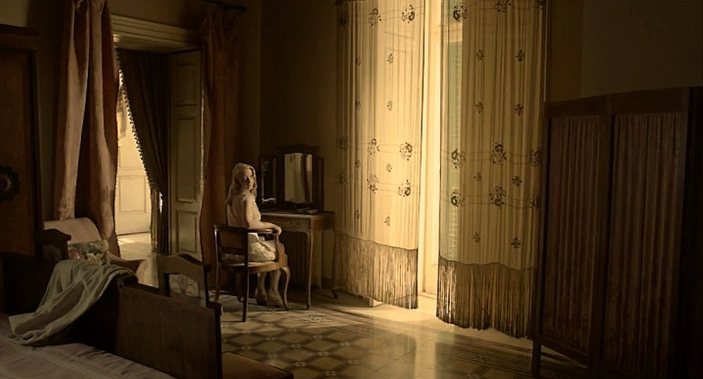 Fiona-in-curtain-room.jpg