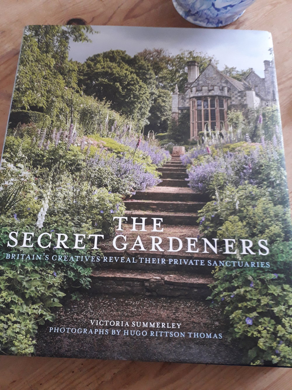 This month's reading and inspiration is…..March 2019 - A wonderful insight into the gardens of well known creatives, such as Kirstie Allsop, Julian Clary, Rupert Everett and many more. Not only does it provide a glimpse of the magnificent homes but also the all important space surrounding them. Incorporating formality, wildness, water, follies, vegetables and much much more. There is a garden for everyone in this book.Published by: Quarto Publishing Ltd 2017